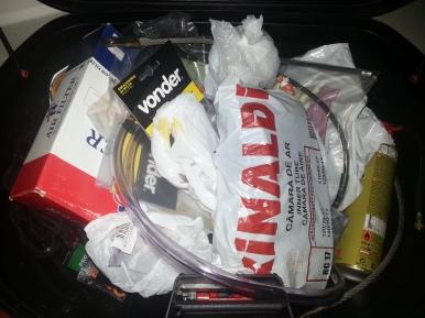 Alguns itens levados no baú traseiro.